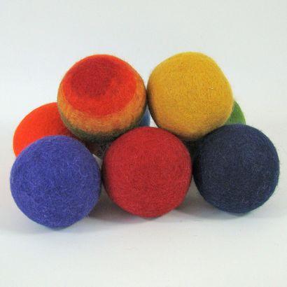 8 balles arc-en-ciel en feutre de laine - 7cm - Papoose Toys  - 2